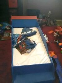 Cars toddler bed w mattress