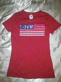 red and white crew-neck t-shirt