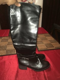 pair of black leather boots East Providence, 02916