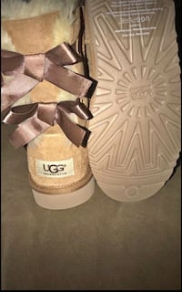 Brown bailey bow Uggs size 7