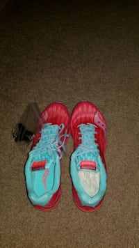 pair of red-and-blue Saucony track shoes Story City, 50248
