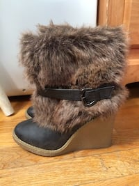 Women's size 6 fur wedge boots