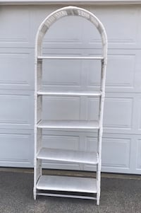 White wicker etagere. Excellent condition. Only used indoors. Hampstead, 03841