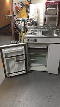 white electric stove with sink and refrigerator Québec, G1E 7A8