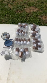 Make brushes (35) still in the package mirror compact all brand new Rodan & Fields New Market, 35761
