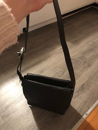 Marc Jacobs leather 2-way bag Vancouver, V6E 3P3