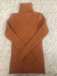 Camel ribbed turtle neck // never worn, super thick, and good quality // 10/10 // size small Toronto, M2R 3N7