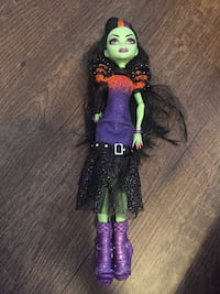 Monster high and ever after high dolls Langley, V3A 2C5