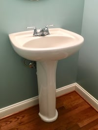 Pedestal Sink with Faucet Stafford, 22554