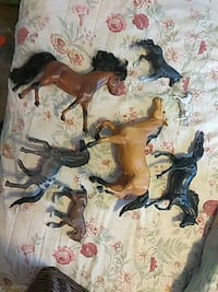SET OF HORSE FIGURES ..BLK ONE IS FLICKA