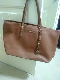 brown Michael Kors leather tote bag Kelowna, V1V 1V6