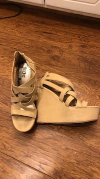 pair of tan leather open-toe heeled sandals 1364 mi