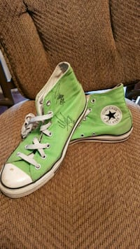 Autographed By Globetrotters size 7.5 Converse Niagara Falls
