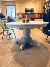 round white wooden pedestal table Leesburg, 20175