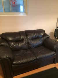 Sofa en vraie cuir / leather couch  Laval, H7G 1S8