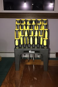 28 piece screwdriver set never been used
