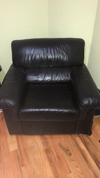 Real Black leather single seat couch Vaughan, L6A 1J1