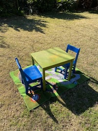 Child table and chairs with rug