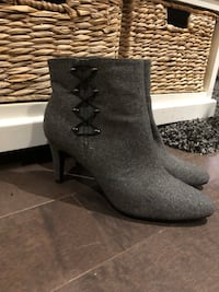 New ~ women's charcoal grey textured boots ~ size 9.5 Surrey, V4N 6A2