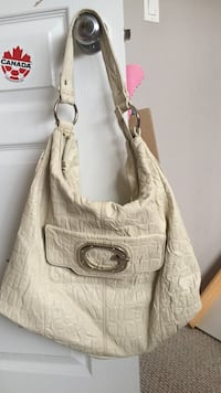 Guess white leather handbag !!still good condition Edmonton, T5X 6B7
