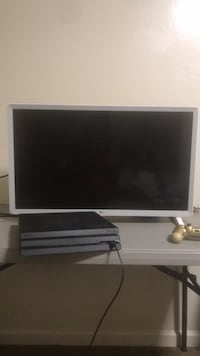 32inch LG Tv and PS4 Pro In cash payment Oakland, 94608