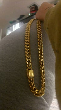 gold-colored chain necklace Hialeah, 33018