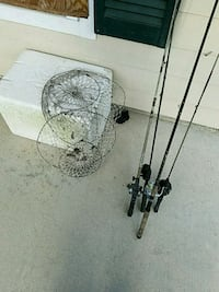 4 Rods and reels with 2 crab traps and cooler