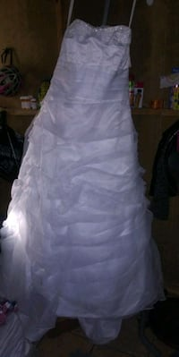 white floral sleeveless wedding dress Los Angeles, 91331