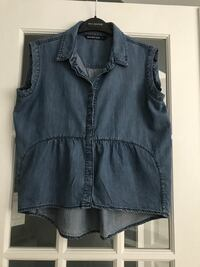 Jean shirt, size small. Purchased at Saks Off 5th. New Montréal, H1J