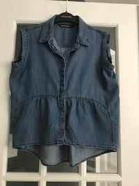 Sleeveless jean shirt size small.  Montréal, H1J