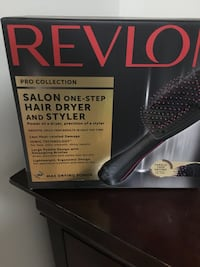Black and gray hair straightener with box Montréal, H4C