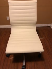 Mid-Back Armless Ribbed Leather Swivel Conference Office Chair Toronto, M6M 1T2