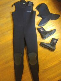 Wetsuit, hood and boots, 7mm Calgary, T2T 3N1