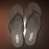 pair of gray flip flops Cathedral City, 92234