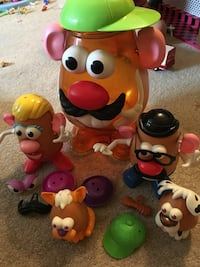 Mr Potato Head pack. Complete set with pets   Hagerstown