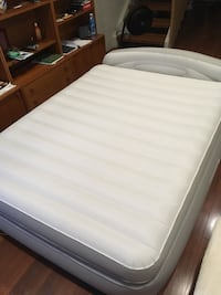 Inflatable bed mattress null