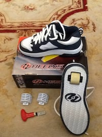 NEW Size 4  Walk, Run and Roll shoes with removable wheel in the heel 22 km