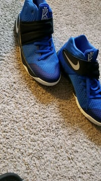blue-and-black Nike running shoes
