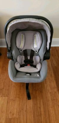 Baby Jogger City Go Carseat w/ 2 Bases
