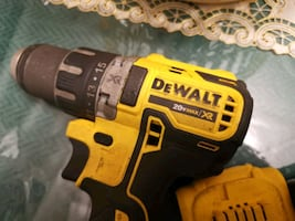Dewalt xr brush less drill one battery/one charger