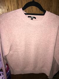 Pink sweater from UNIQLO size xs 396 mi