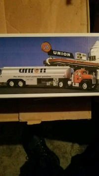 Collectible union 76 truck unopened