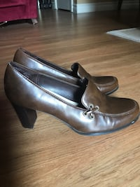 Highlights Pair of brown leather pumps Las Vegas, 89103