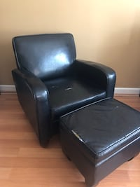 Black chair with ottoman Annandale, 22003