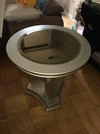 Round end table Greenbelt, 20770