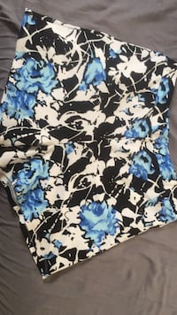 White and blue floral print shorts Oxon Hill, 20745