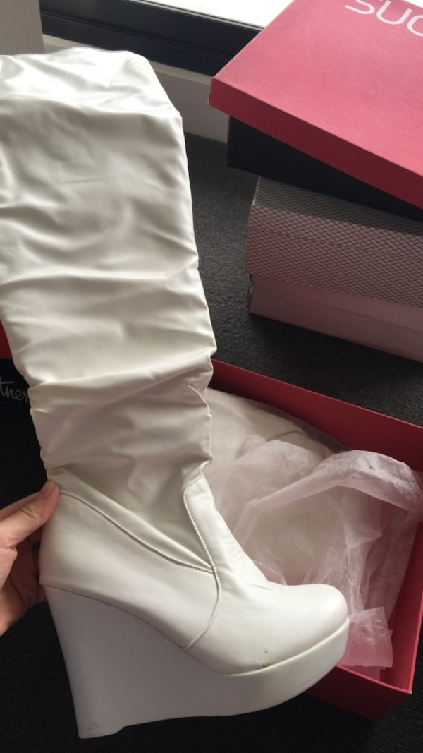 Paired white leather wedge knee-high boot with pink box