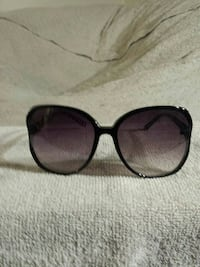 Woman's sunglasses  Minneapolis, 55417