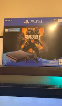Play station 4 1TB includes call of duty black ops Toronto, M4A 1A5
