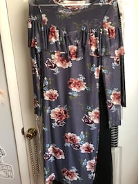 Grey fitted Floral Midi dress size medium Toms River, 08753